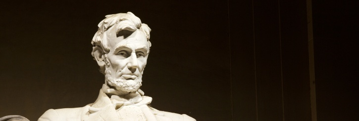 Photograph of a statue of Abraham Lincoln