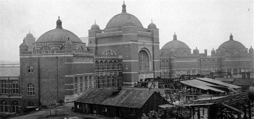 Photo of the Aston Webb  Building under construction in 1908.