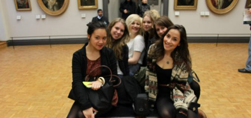 Photograph of undergraduate History of Art students in a Paris museum