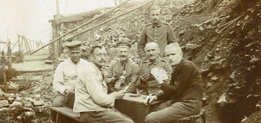 world war one soliders playing cards