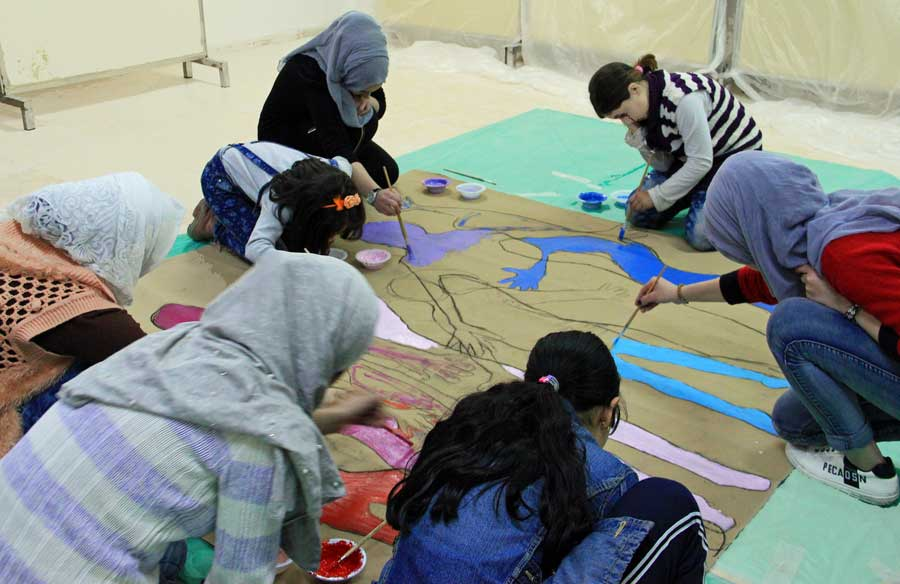 5-women-children-making-art
