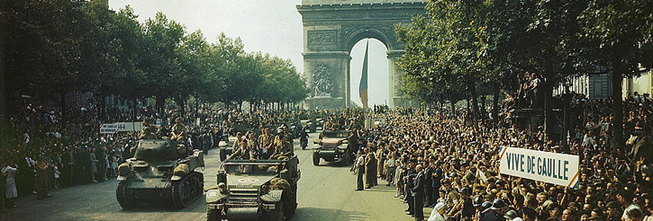 Photograph of American soldiers parading triumphantly through Paris