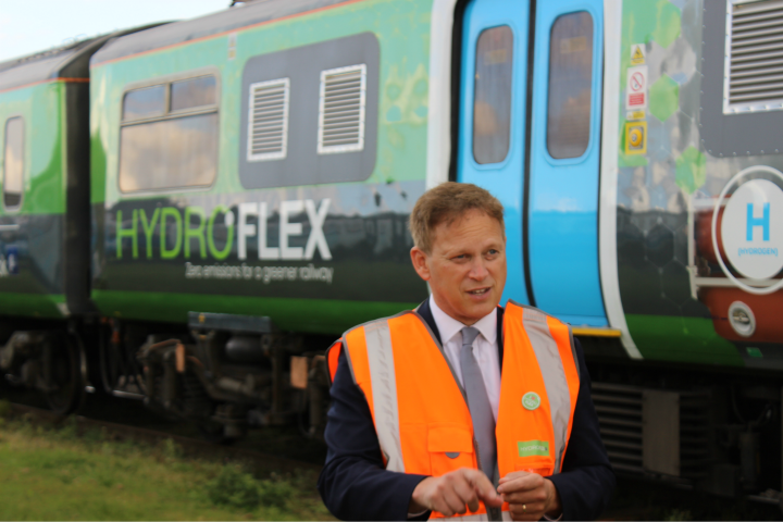 Transport Minister Grant Schapps standing in front of HYDROFlex train