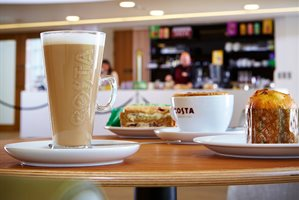 Bramall-costa---coffee-and-cake-close-up