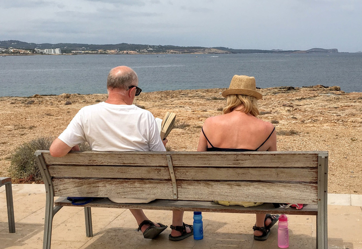 couple-bench-beach-720px