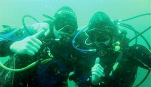 Divers from the Royal Navy