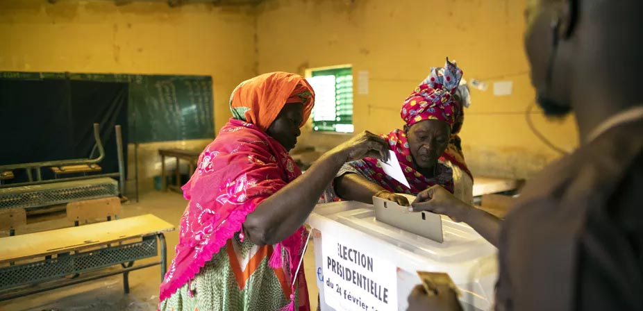 Casting ballots in African country