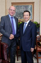Ambassador Choo Kyu Ho with Vice-Chancellor Professor David Eastwood