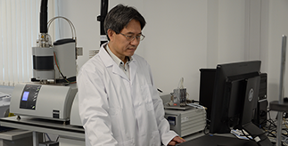 Researcher Yulong Ding in his energy storage lab